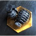 Boom! - czarne mydło-granat z węglem aktywnym